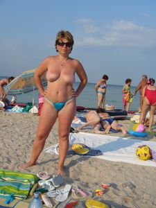 Mature1.-Beach-in-Romania-on-the-Black-Sea-i6xcgpl217.jpg