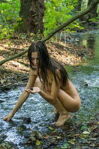 Katerina-on-Her-First-Naked-Hike-t6xc0x0bqu.jpg
