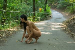 Katerina-on-Her-First-Naked-Hike-j6xc1fkufg.jpg