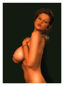 Vintage-Roberta-Pedon-b6xo5btmww.jpg